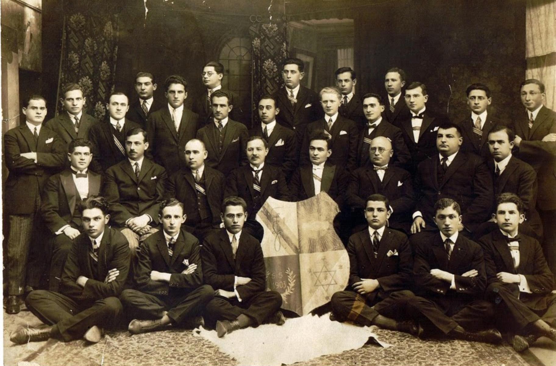 Emuna (Emunah) Czernowitz has grown and numbers some 30 members (1925)